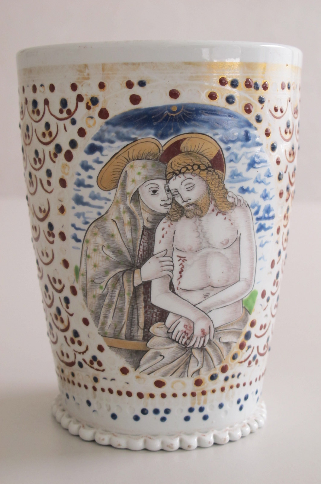 09.Cup made of Murano glass with the representation of the Pietà and St. Francis of Assisi, early 16th centur
